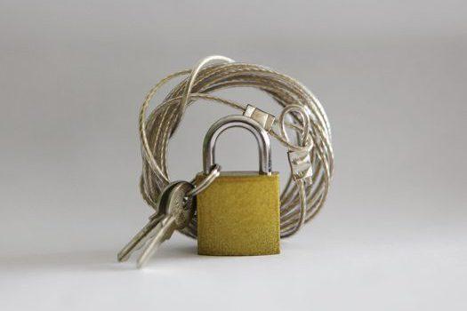 cabo de aço e cadeado cópia